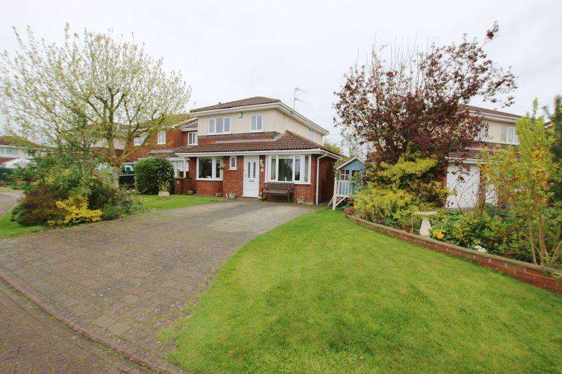 3 Bedrooms Detached House for sale in Aspendale Close, Longton