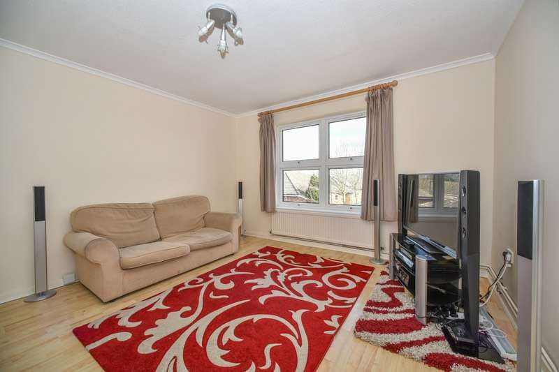 2 Bedrooms Flat for sale in Peartree Court, Welwyn Garden City, Hertfordshire, AL7