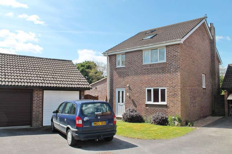 5 Bedrooms Detached House for sale in Northfield Close, Horndean, Hampshire, PO8