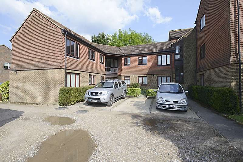2 Bedrooms Flat for sale in Stanford Close, Hampton, Middlesex, TW12