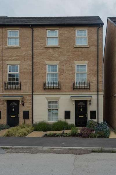 4 Bedrooms Town House for sale in comelybank drive, doncaster, South Yorkshire, S64