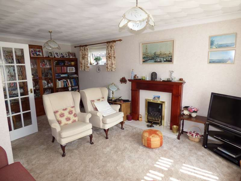 3 Bedrooms Bungalow for sale in Redwood Drive, Great Sutton, Cheshire, CH66