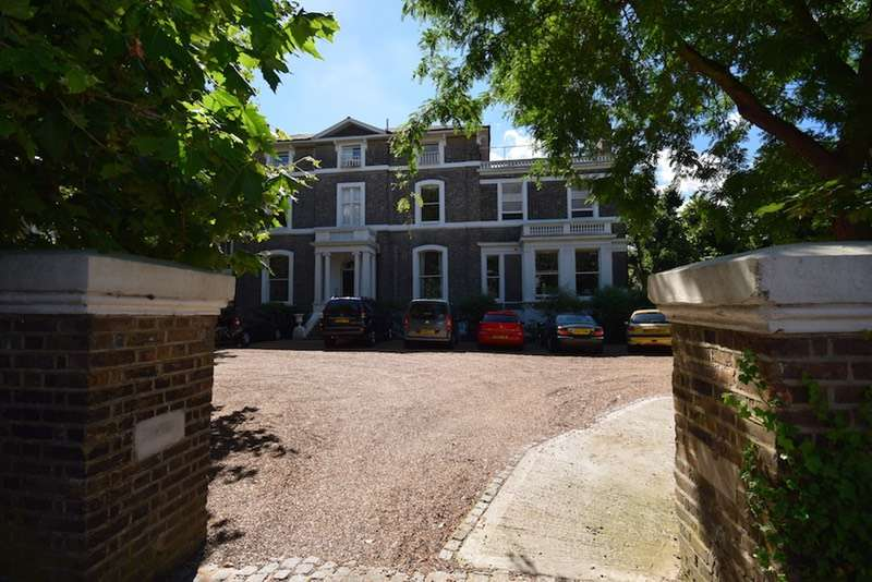 2 Bedrooms Flat for sale in St. John's Park, Blackheath, London, SE3