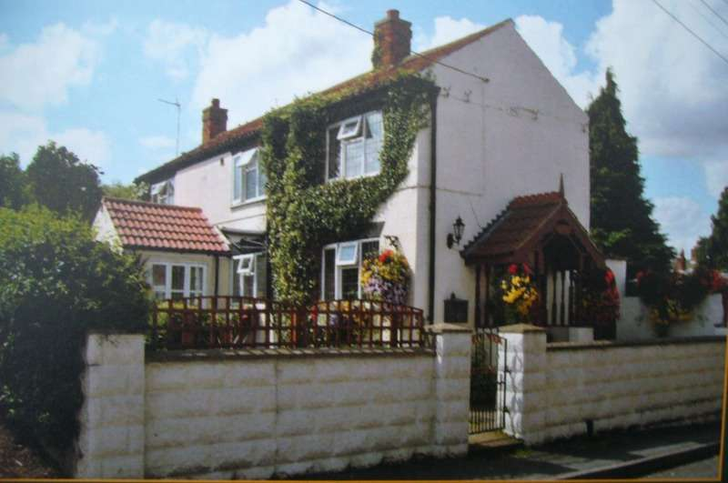 3 Bedrooms Cottage House for sale in Silver Street, Waddingham, Lincolnshire, DN21