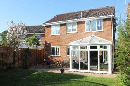 4 Bedrooms Detached House for sale in Hampdon Way, Wellesbourne, Warwick
