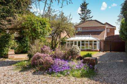 3 Bedrooms Detached House for sale in Sprowston, Norwich, Norfolk