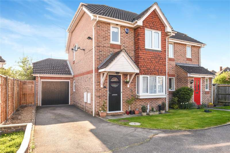 2 Bedrooms Semi Detached House for sale in Burlington Close, Pinner, Middlesex, HA5
