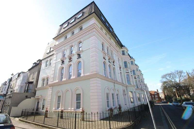 2 Bedrooms Flat for sale in St. Martins Avenue, Scarborough