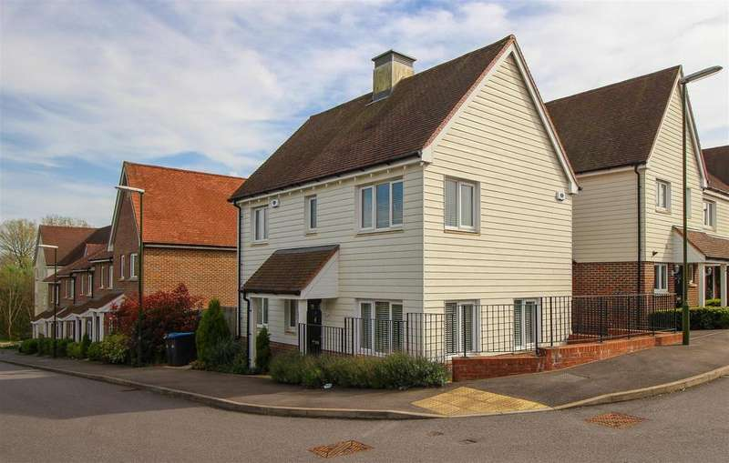 3 Bedrooms Detached House for sale in Bowden Way, Haywards Heath