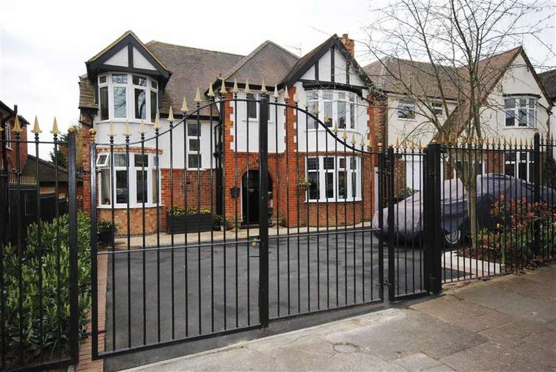 6 Bedrooms Property for sale in Spinney Hill