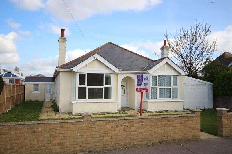 3 Bedrooms Detached Bungalow for sale in Walton Road, Clacton-On-Sea