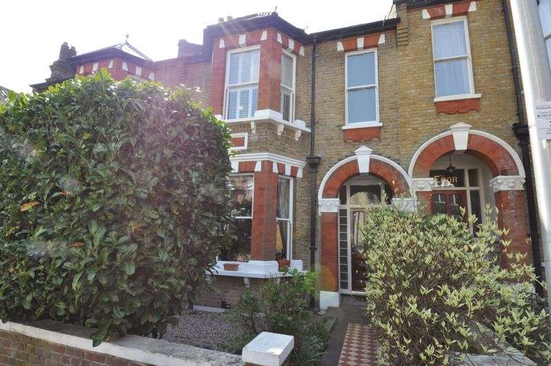 4 Bedrooms Terraced House for sale in Glebe Avenue, Woodford Green