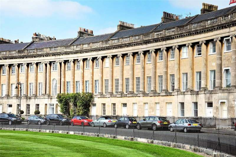 2 Bedrooms Flat for sale in Royal Crescent, Bath, Somerset, BA1