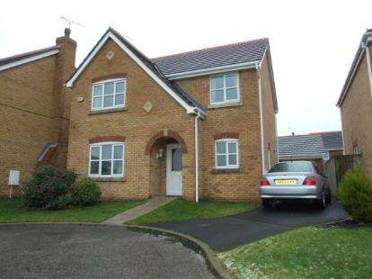4 Bedrooms Detached House for sale in Lark Close, Blackpool, Lancashire, FY3