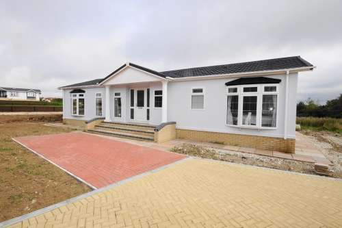 2 Bedrooms Detached House for sale in Montevideo Park, Weymouth