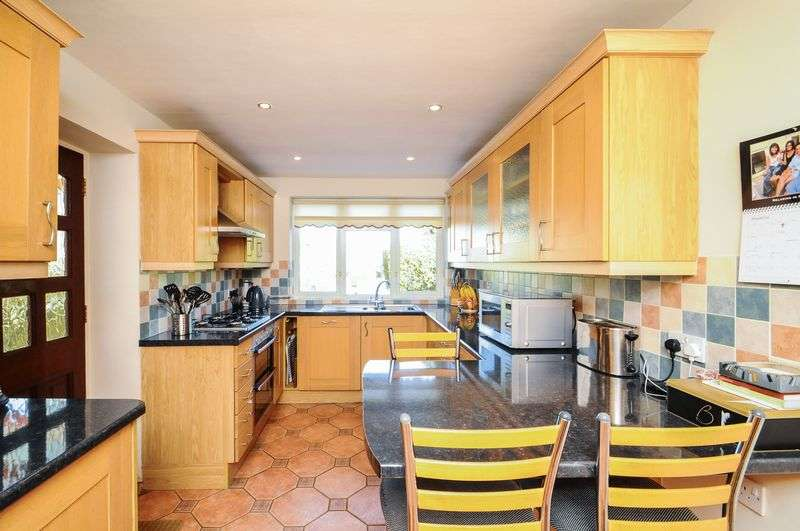 4 Bedrooms Detached House for sale in Harlow Oval, Harrogate, North Yorkshire