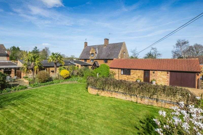 5 Bedrooms Detached House for sale in Wellingborough Road, Mears Ashby