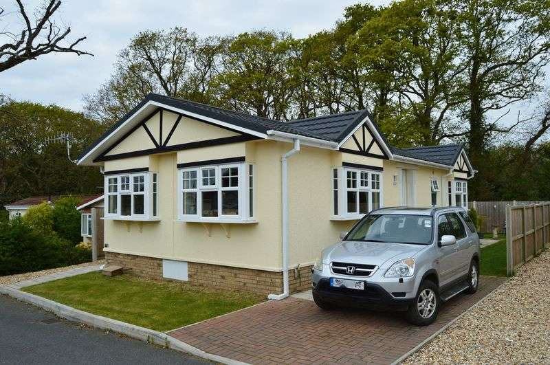 2 Bedrooms Retirement Property for sale in Folly Lane, East Cowes