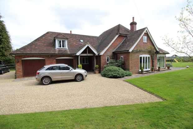 4 Bedrooms Country House Character Property for sale in Bethesda Street, Reading, Berkshire, RG8 8NT