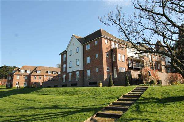 2 Bedrooms Apartment Flat for sale in Beacon Crescent, Hindhead, Hindhead
