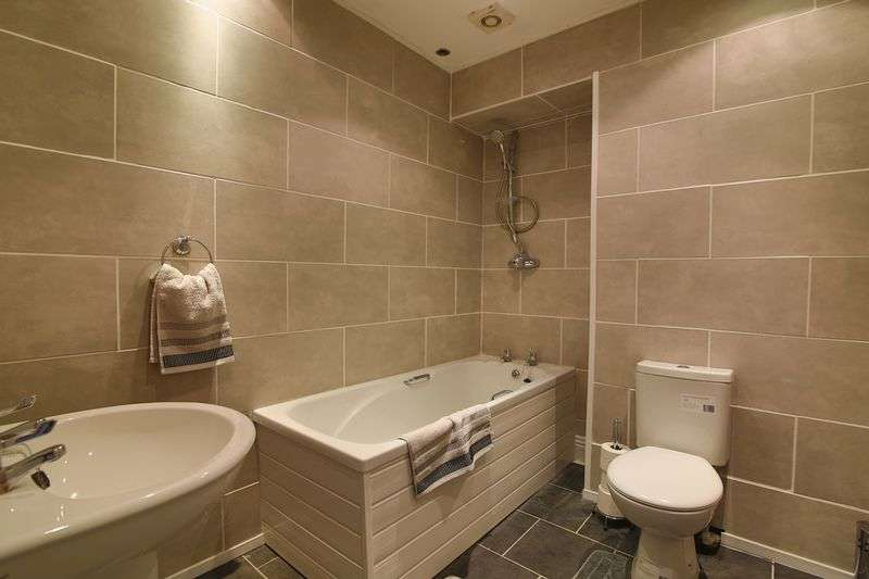 3 Bedrooms Flat for sale in Beach Road, South Shields