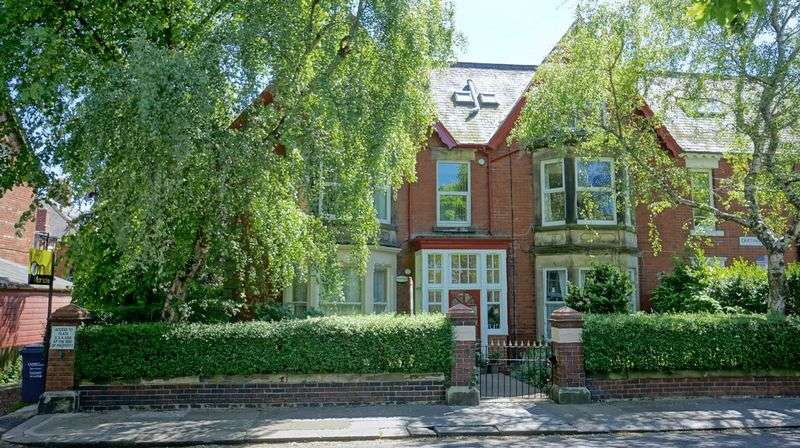 1 Bedroom Flat for sale in CARTINGTON TERRACE Heaton