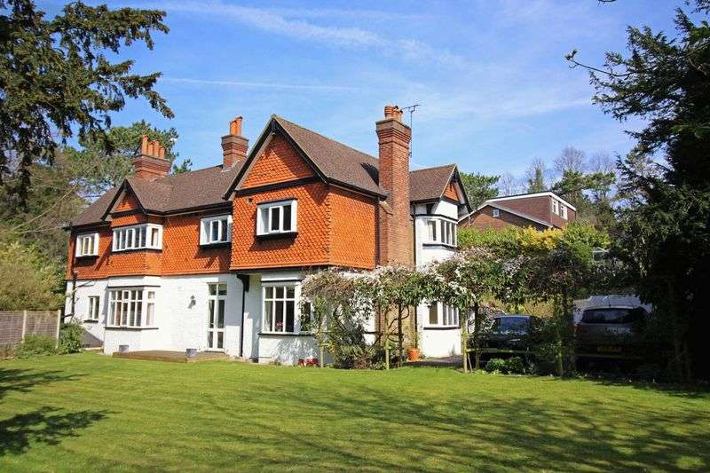 5 Bedrooms Detached House for sale in Sanderstead Road, Sanderstead, Surrey