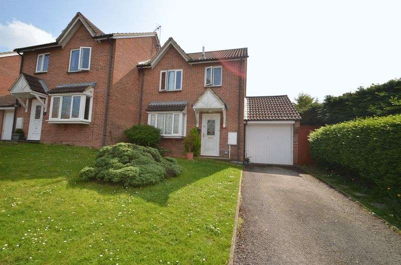 3 Bedrooms Semi Detached House for sale in Badbury Drive, Blandford Forum