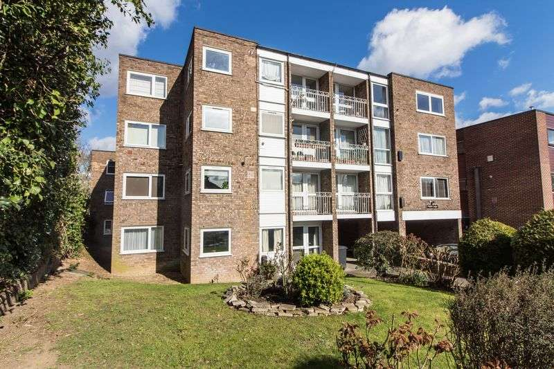 1 Bedroom Flat for sale in Palmerston Road, Buckhurst Hill