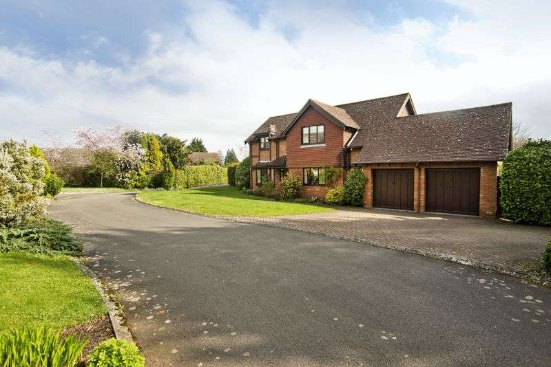 4 Bedrooms Detached House for sale in Peterstow - 1 acre