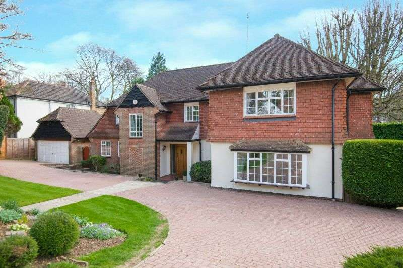 5 Bedrooms Detached House for sale in The Clump, Rickmansworth, Hertfordshire, WD3 4BG