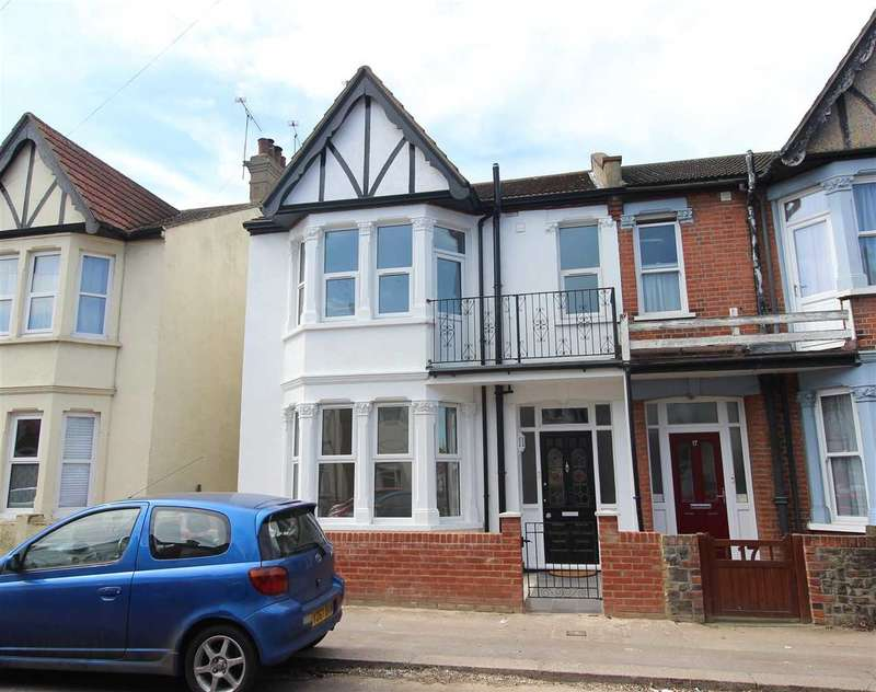 4 Bedrooms Semi Detached House for sale in Westcliff on Sea