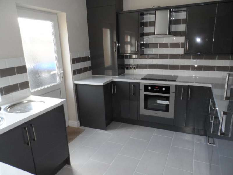 3 Bedrooms Property for sale in 96, Blackpool, FY3 7HX