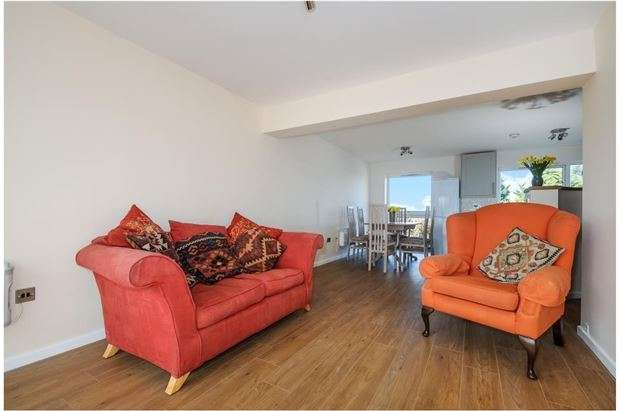 2 Bedrooms Flat for sale in Hastoe Grange, Headington, Oxford, OX3 7TF
