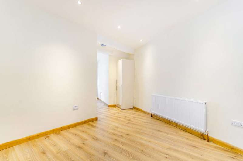 Studio Flat for sale in High Street, Hampton Wick, KT1