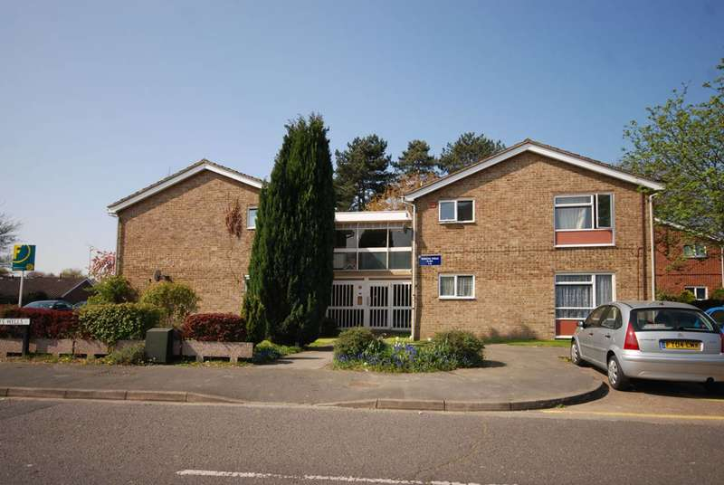 1 Bedroom Flat for sale in Frenchs Wells, Goldsworth Park, GU21
