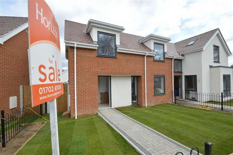 2 Bedrooms Semi Detached House for sale in Cottage Garden Mews, Westcliff On Sea, Essex