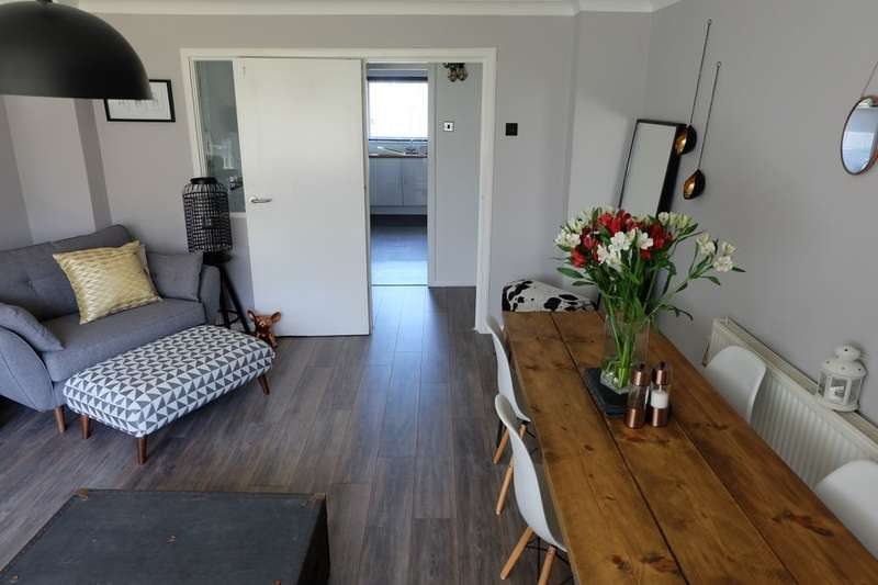 2 Bedrooms Flat for sale in Nares Road, Gillingham, ME8