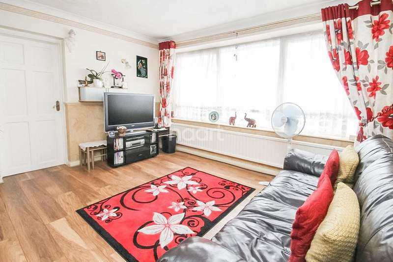 2 Bedrooms Flat for sale in Wellmead, Wellwood Road, Ilford, Essex