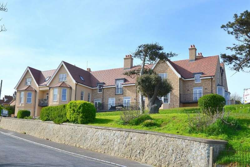 2 Bedrooms Apartment Flat for sale in Undercliff Road East, Felixstowe