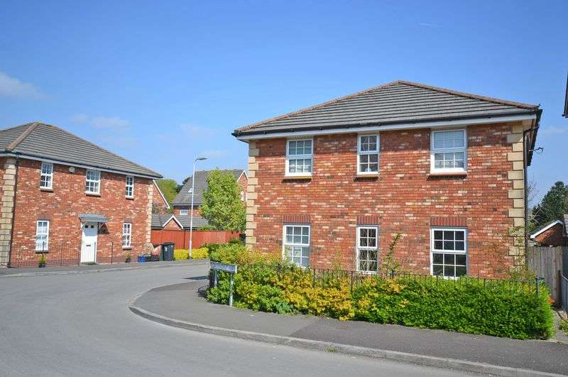4 Bedrooms Detached House for sale in Spacious Family House, Grosmont Way, Newport