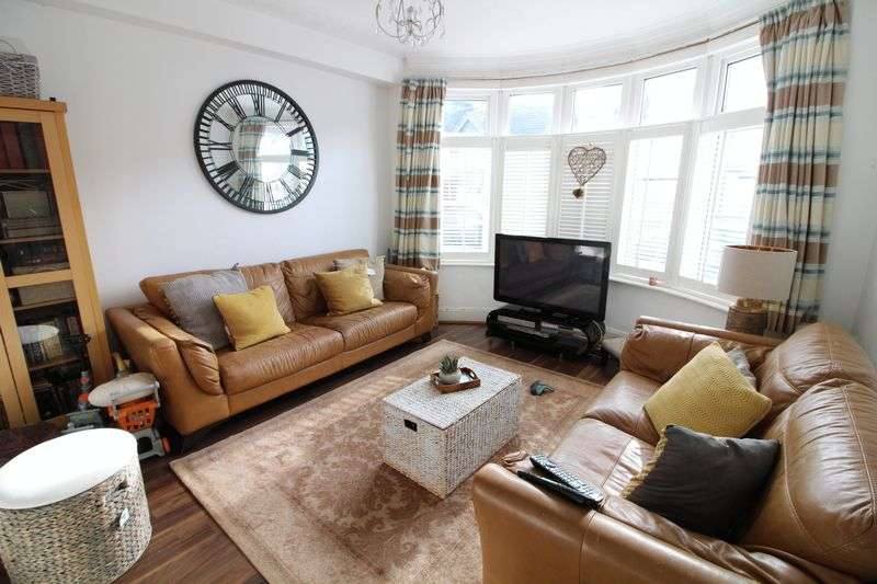 3 Bedrooms Semi Detached House for sale in Beautiful Semi on Argyll Avenue