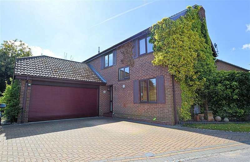 5 Bedrooms Detached House for sale in Kennet Place, Burghfield Common, Reading, RG7