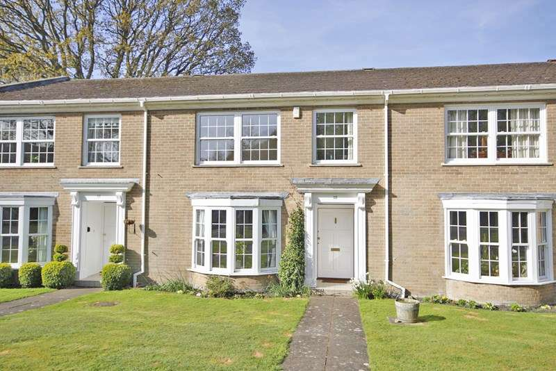 3 Bedrooms Terraced House for sale in Halton Close, Christchurch