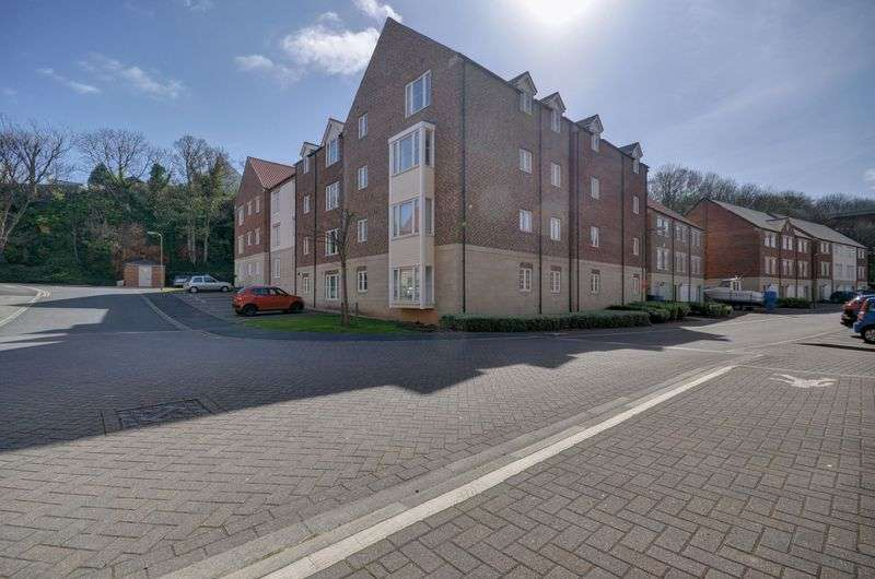 3 Bedrooms Flat for sale in March Court, Whitehall Landing, Whitby