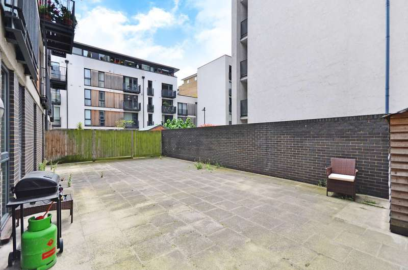 3 Bedrooms Flat for sale in City Walk, London Bridge, SE1