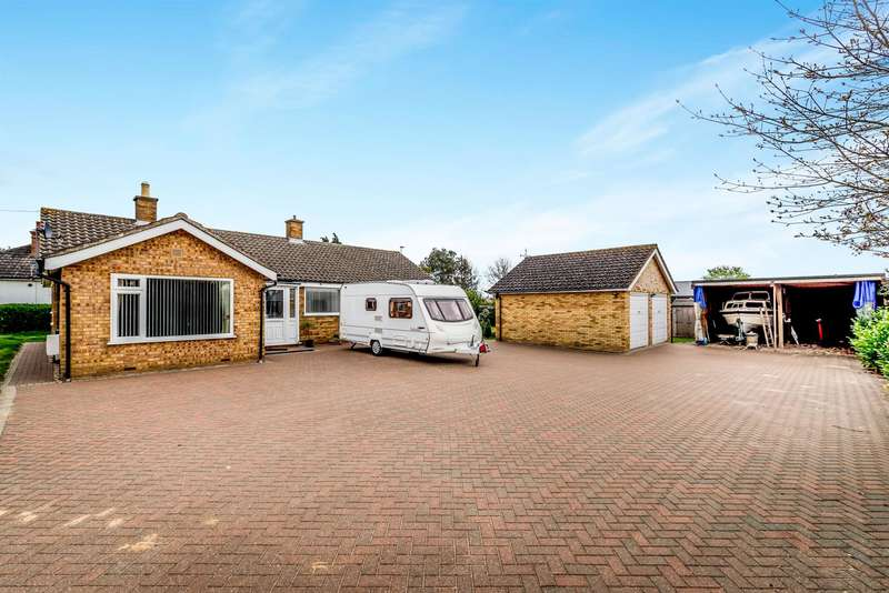 3 Bedrooms Detached Bungalow for sale in Addingtons Road, Great Barford, Bedford, MK44