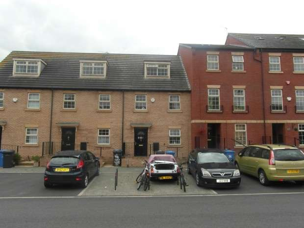 3 Bedrooms Town House for sale in Vulcan Street, Derby, DE23