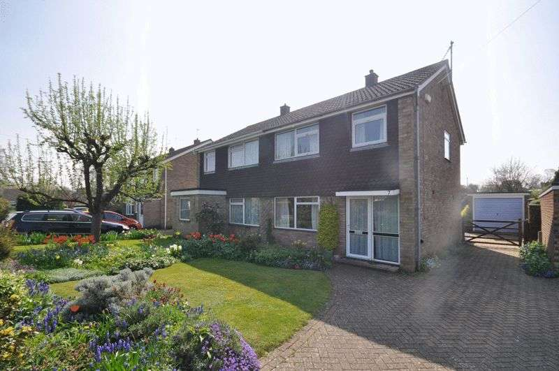 3 Bedrooms Semi Detached House for sale in Evans Close, Brampton