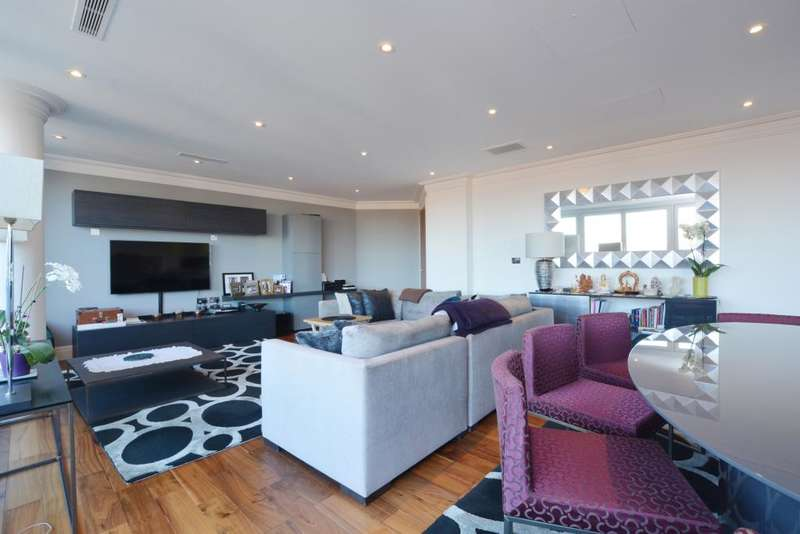 3 Bedrooms Flat for sale in West Heath Place, Hodford Road, NW11